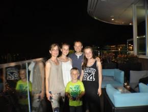 Wir geniessen die Aussicht des Hotels Marina Bay Sands